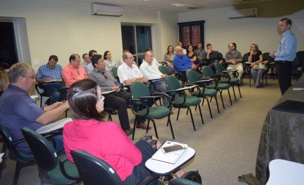 Reunião de diretoria com apresentação do balanço e das mudanças do Estatuto