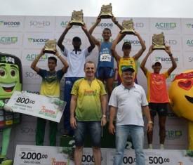 Atletas invadem a cidade na maior corrida de rua da região
