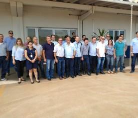 Empresários visitam terminal ferroviário e cervejaria